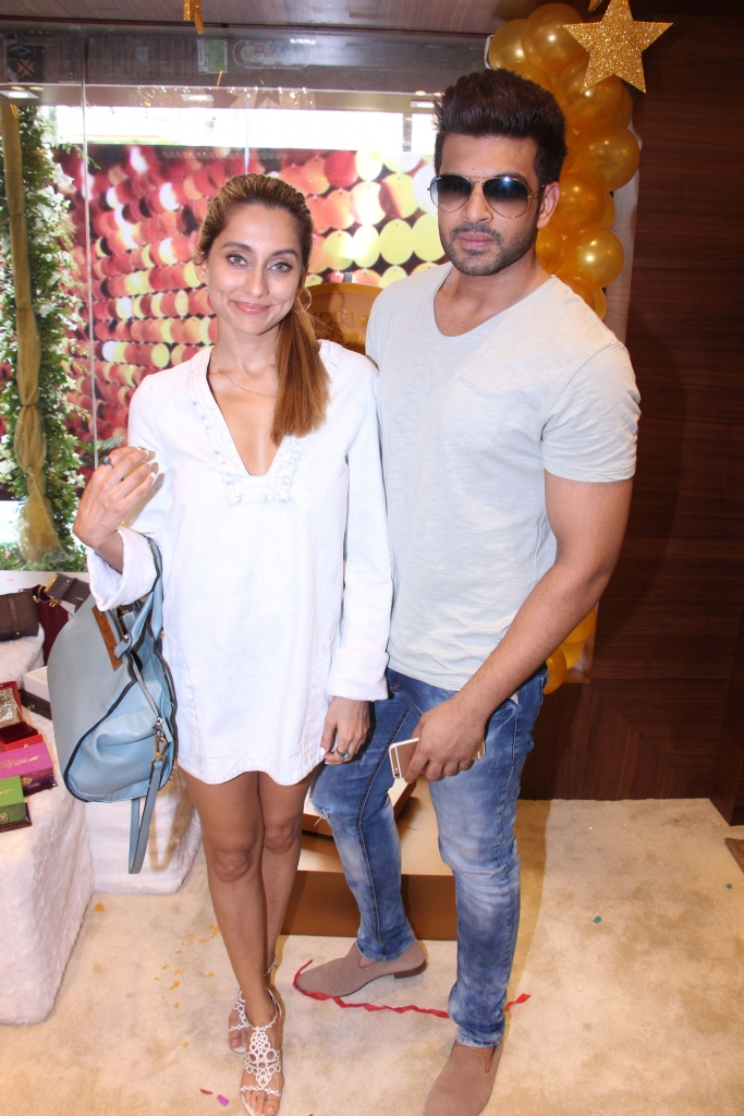 Anusha Dandekar and Karan Kundra @ IBJA Gold Store Launch (10)