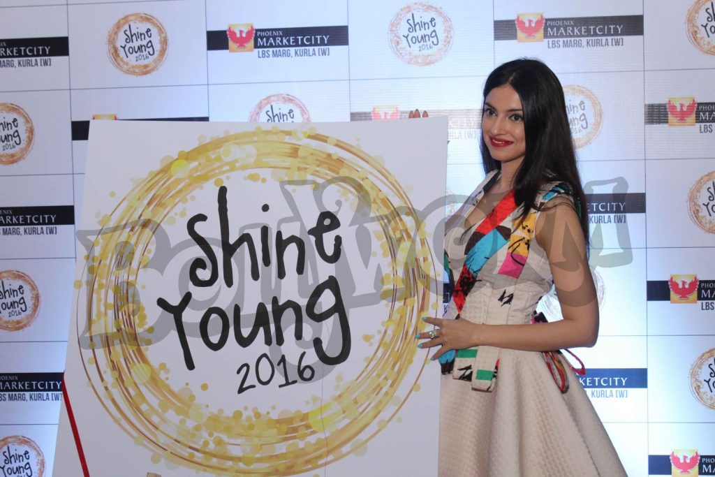 divya-khosla-at-young-shine-2016-launch1