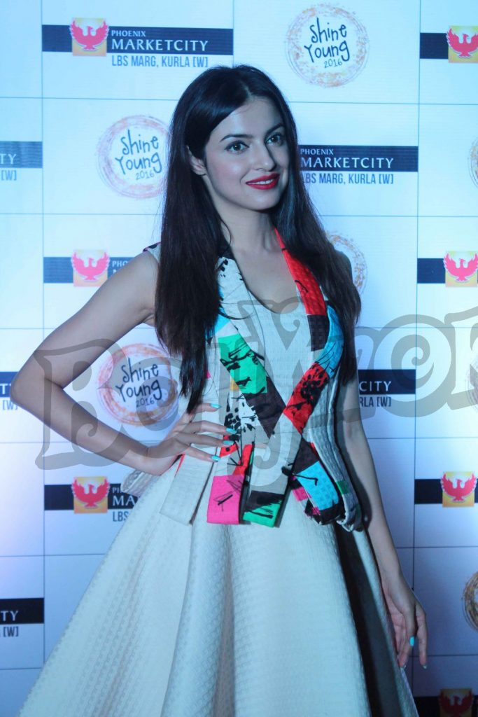 divya-khosla-at-young-shine-2016-launch2