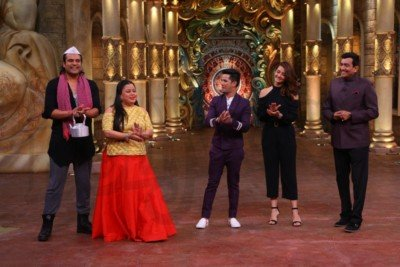 sanjeev-kapoor-surveen-chawla-and-mudassar-khan-grace-the-stage-of-comedy-nights-bachao-taaza-1