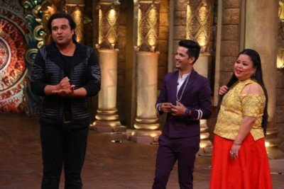 sanjeev-kapoor-surveen-chawla-and-mudassar-khan-grace-the-stage-of-comedy-nights-bachao-taaza-10