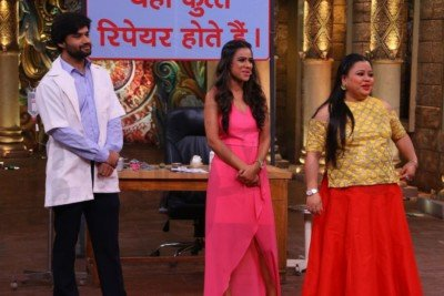 sanjeev-kapoor-surveen-chawla-and-mudassar-khan-grace-the-stage-of-comedy-nights-bachao-taaza-6