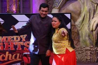 sanjeev-kapoor-surveen-chawla-and-mudassar-khan-grace-the-stage-of-comedy-nights-bachao-taaza-8