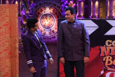 sanjeev-kapoor-surveen-chawla-and-mudassar-khan-grace-the-stage-of-comedy-nights-bachao-taaza-9