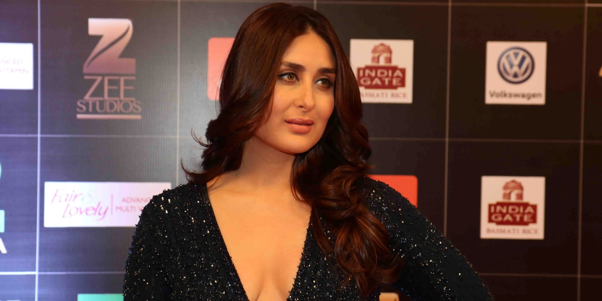 katrina kaif replacedkareena kapoor at the zee cine awards