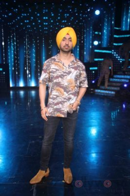Diljit Dosanjh with Sonakshi Sinha at Super Singh promotions on Nach Baliye 8 _Bollyworm (1)