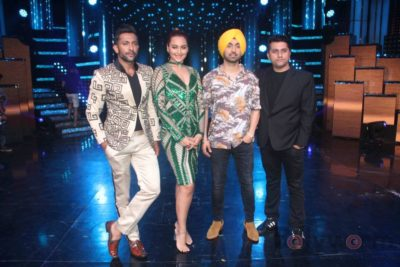 Diljit Dosanjh with Sonakshi Sinha at Super Singh promotions on Nach Baliye 8 _Bollyworm (10)