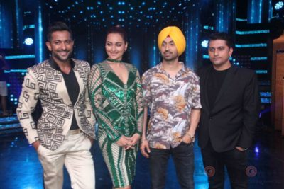 Diljit Dosanjh with Sonakshi Sinha at Super Singh promotions on Nach Baliye 8 _Bollyworm (13)
