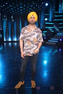 Diljit Dosanjh with Sonakshi Sinha at Super Singh promotions on Nach Baliye 8 _Bollyworm (4)