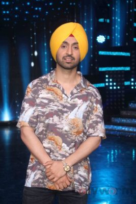Diljit Dosanjh with Sonakshi Sinha at Super Singh promotions on Nach Baliye 8 _Bollyworm (7)