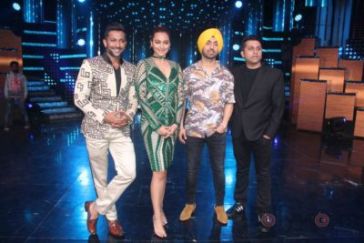 Diljit Dosanjh with Sonakshi Sinha at Super Singh promotions on Nach Baliye 8 _Bollyworm (9)