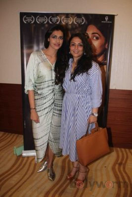 Kajal's Special Screening_Bollyworm (14)