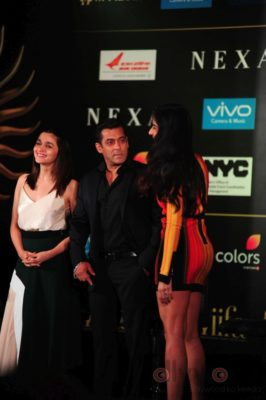 Salman Khan, Katrina Kaif and Alia Bhatt at IIFA_Bollyworm (1)
