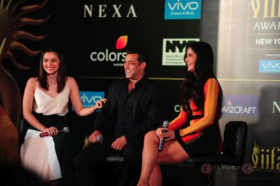 Salman Khan, Katrina Kaif and Alia Bhatt at IIFA_Bollyworm (12)
