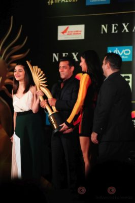 Salman Khan, Katrina Kaif and Alia Bhatt at IIFA_Bollyworm (15)