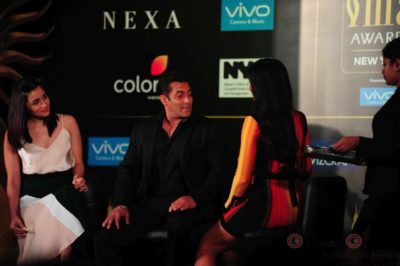 Salman Khan, Katrina Kaif and Alia Bhatt at IIFA_Bollyworm (5)
