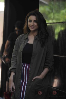 parineeti_no filter neha_bollyworm (17)
