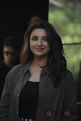 parineeti_no filter neha_bollyworm (20)