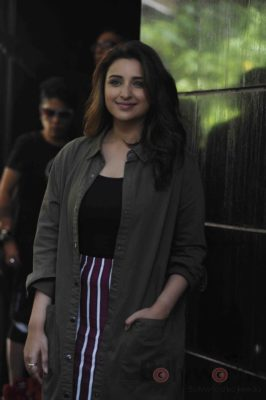 parineeti_no filter neha_bollyworm (22)