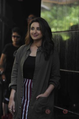 parineeti_no filter neha_bollyworm (23)