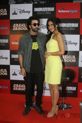 Ranbir and Katrina promote film Jagga Jasoos at Reliance Digital Store_Bollyworm (1)