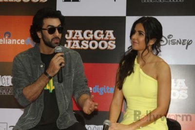 Ranbir and Katrina promote film Jagga Jasoos at Reliance Digital Store_Bollyworm (11)