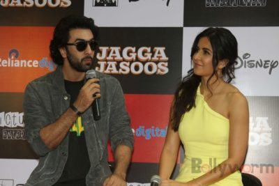 Ranbir and Katrina promote film Jagga Jasoos at Reliance Digital Store_Bollyworm (12)