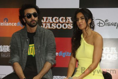 Ranbir and Katrina promote film Jagga Jasoos at Reliance Digital Store_Bollyworm (14)