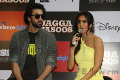 Ranbir and Katrina promote film Jagga Jasoos at Reliance Digital Store_Bollyworm (16)