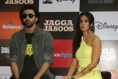 Ranbir and Katrina promote film Jagga Jasoos at Reliance Digital Store_Bollyworm (18)