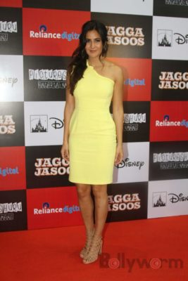 Ranbir and Katrina promote film Jagga Jasoos at Reliance Digital Store_Bollyworm (19)