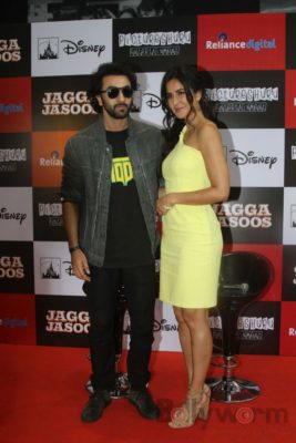 Ranbir and Katrina promote film Jagga Jasoos at Reliance Digital Store_Bollyworm (2)