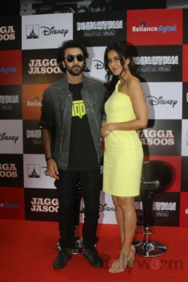 Ranbir and Katrina promote film Jagga Jasoos at Reliance Digital Store_Bollyworm (3)