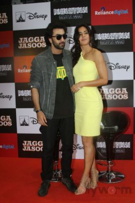 Ranbir and Katrina promote film Jagga Jasoos at Reliance Digital Store_Bollyworm (5)
