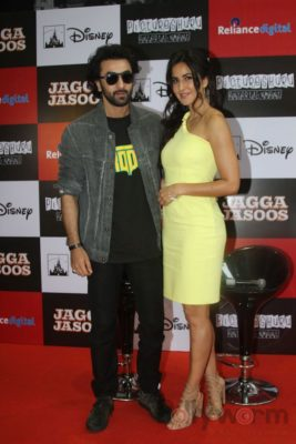 Ranbir and Katrina promote film Jagga Jasoos at Reliance Digital Store_Bollyworm (6)