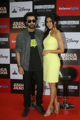 Ranbir and Katrina promote film Jagga Jasoos at Reliance Digital Store_Bollyworm (7)