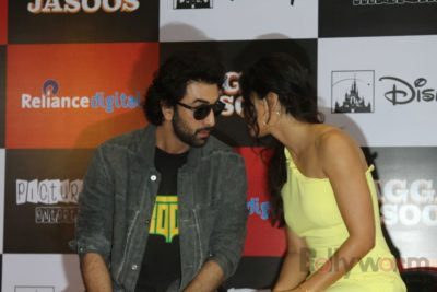 Ranbir and Katrina promote film Jagga Jasoos at Reliance Digital Store_Bollyworm (9)