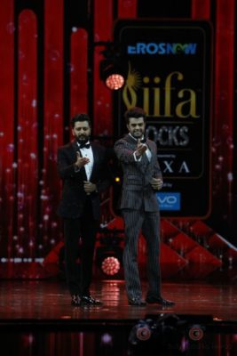 Riteish Deshmukh and Manish Paul at IIFA Rocks (1)