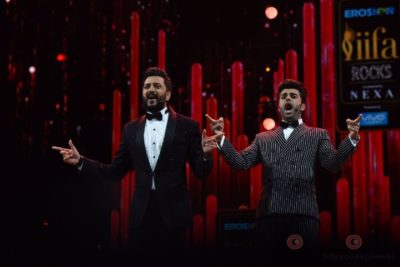 Riteish Deshmukh and Manish Paul at IIFA Rocks (2)