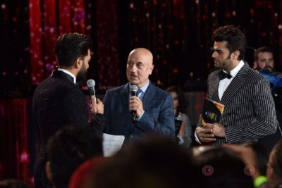 Ritesih Deshmukh, Anupam Kher and Manish Paul at IIFA Rocks (34)
