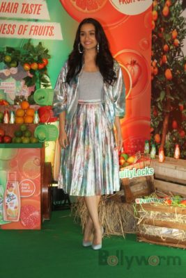 Shraddha Kapoor launches Hair & Care Fruit Oils new products_Bollyworm (12)