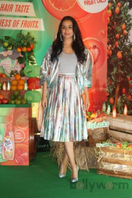 Shraddha Kapoor launches Hair & Care Fruit Oils new products_Bollyworm (13)