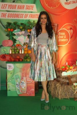 Shraddha Kapoor launches Hair & Care Fruit Oils new products_Bollyworm (16)