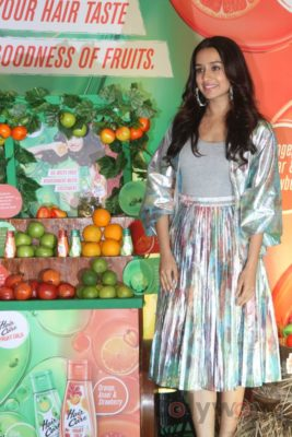 Shraddha Kapoor launches Hair & Care Fruit Oils new products_Bollyworm (18)