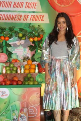 Shraddha Kapoor launches Hair & Care Fruit Oils new products_Bollyworm (19)