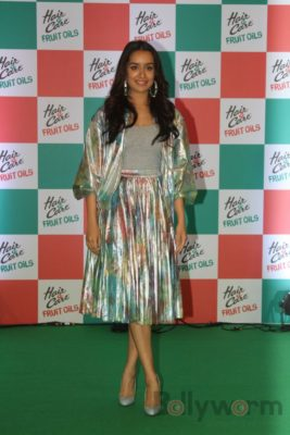 Shraddha Kapoor launches Hair & Care Fruit Oils new products_Bollyworm (3)