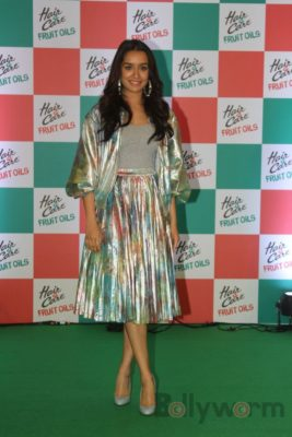 Shraddha Kapoor launches Hair & Care Fruit Oils new products_Bollyworm (4)