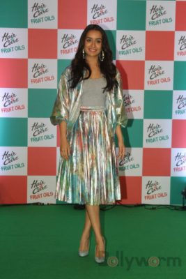 Shraddha Kapoor launches Hair & Care Fruit Oils new products_Bollyworm (5)