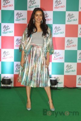 Shraddha Kapoor launches Hair & Care Fruit Oils new products_Bollyworm (6)