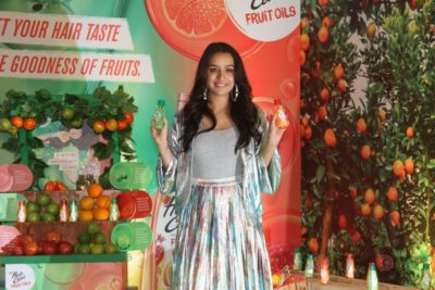 Shraddha Kapoor launches Hair & Care Fruit Oils new products_Bollyworm (7)